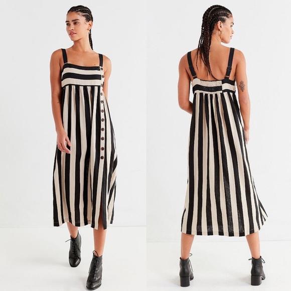 d087277613b Urban Outfitters Deena Linen Dress. M_5c37de39df0307e949c86144